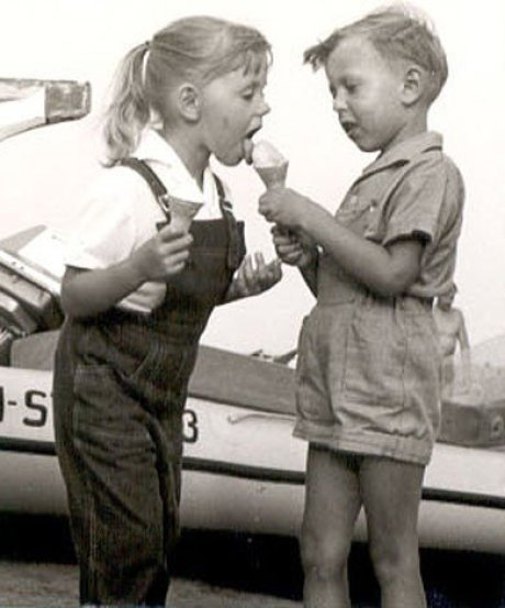 It's a photo of me, the author of the page, when I was little, some 7 years old with leather shorts offering a little girl – same age – to lick my ice cream. It's a black and white photo.
